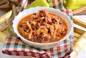 Красная фасоль с капустой и сосисками