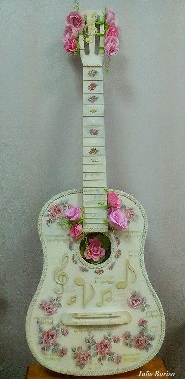 декупаж старой гитары
