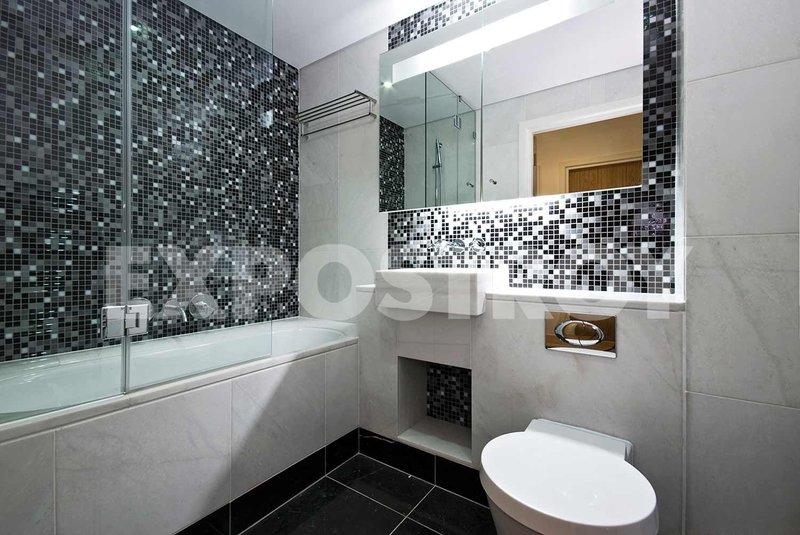 Ванная с черно-белой мозаикой: купить всё необходимое и получить консультацию дизайнера вы можете в Центре дизайна и интерьера 'ЭКСПОСТРОЙ на Нахимовском'