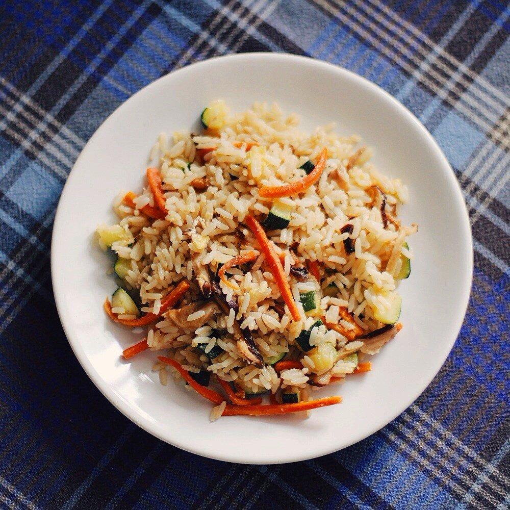 Чтобы приготовить это вкусное и необычное блюдо, нам потребуются такие продукты: г длиннозернистого риса на 4 порции.