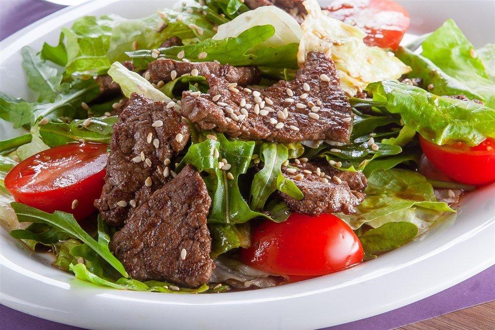 теплый салат рецепт с фото одно самых важных