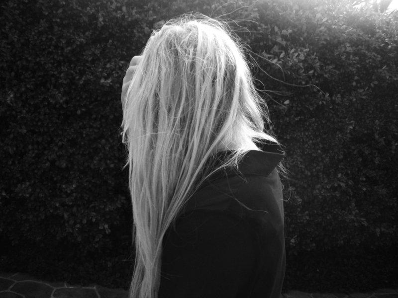 фото девушек сзади черно белой