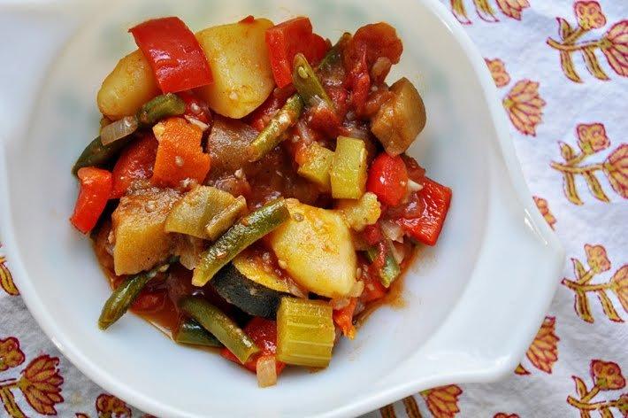 тушёные овощи с баклажанами и кабачками капустой
