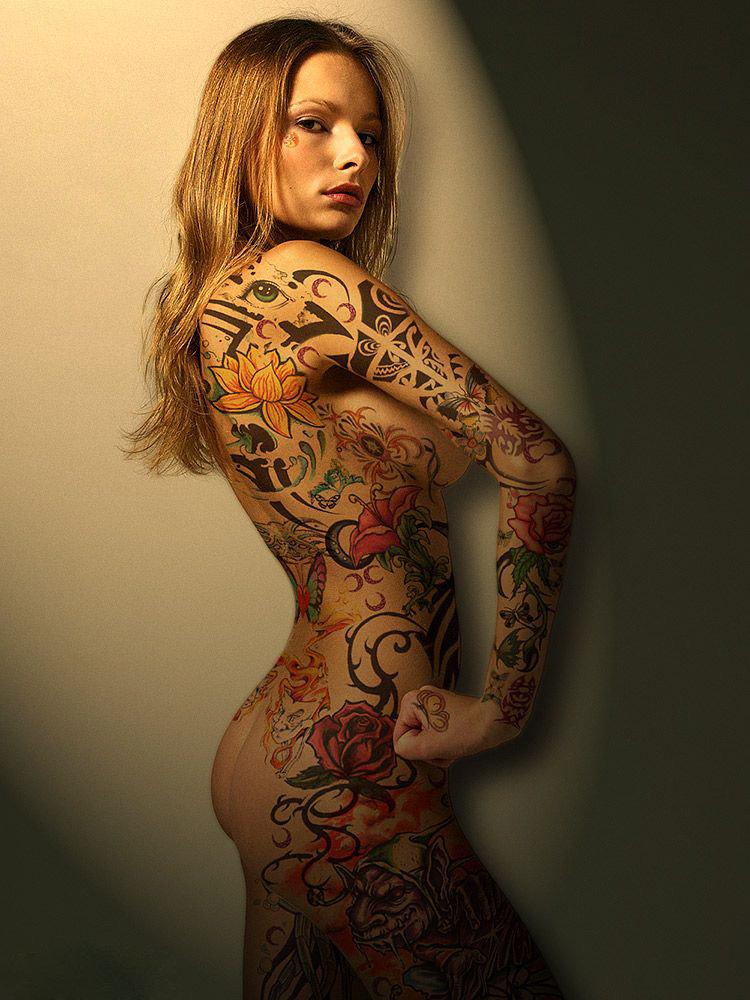 классные татушки на женском теле фото компанию