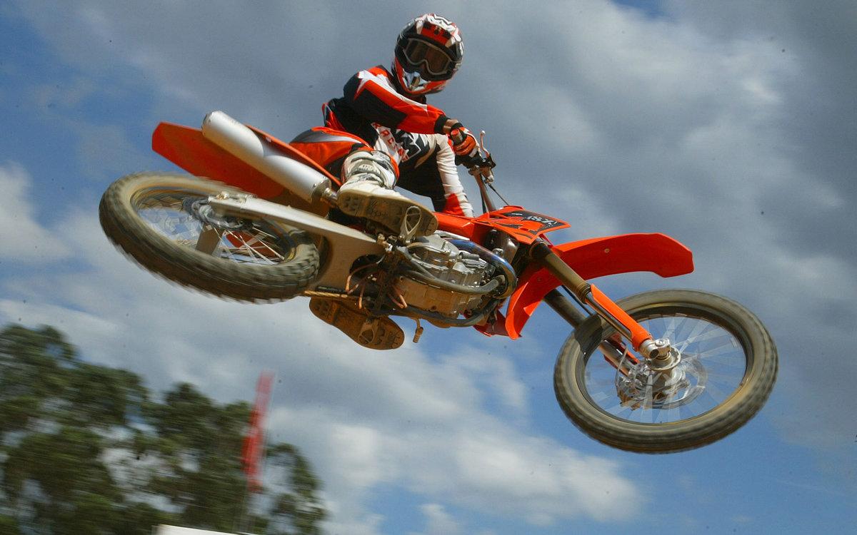 Трюки на кроссовом мотоцикле картинки