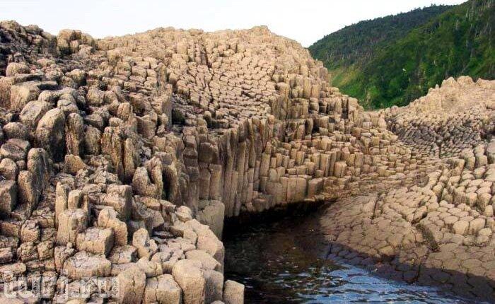 Россия, остров Кунашир: мыс Столбчатый - визитная карточка Курил ... Красота ...