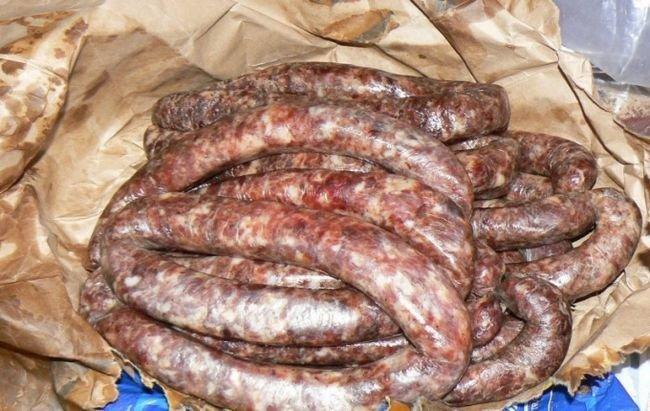 Кроме того, что шоколадная колбаса получается очень вкусной и ароматной, ее очень легко готовить.
