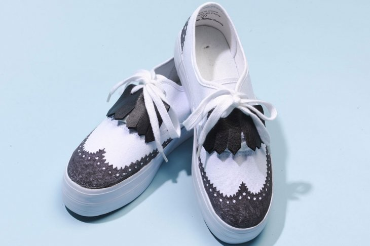 5861c22f2 Ведь у вас в шкафу Декор обуви своими руками — это выгодная и полезная  затея. Ведь у вас в шкафу