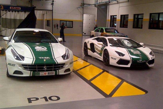 автомобили полиции Дубая
