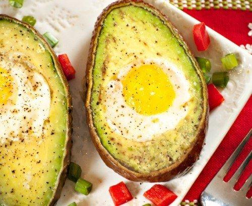 Яичница с авокадо
