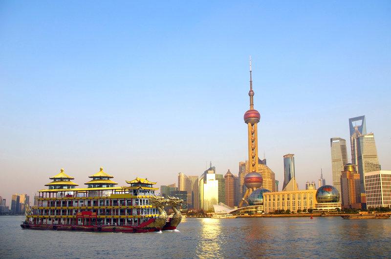 Лодка-дракон в бухте Шанхая, Китай
