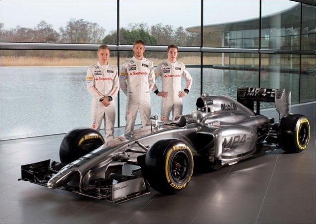 McLaren MP4-29 и гонщики команды Кевин Магнуссен, Дженсон Баттон и Стоффель Вандоорн