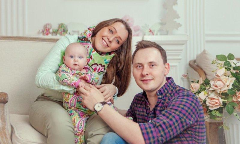Недорогая семейная фотосессия в студии в Москве