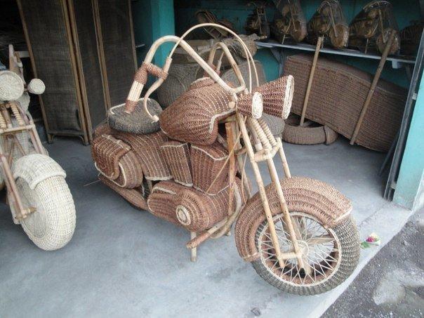 Необычный мотоцикл создан на Кубе)