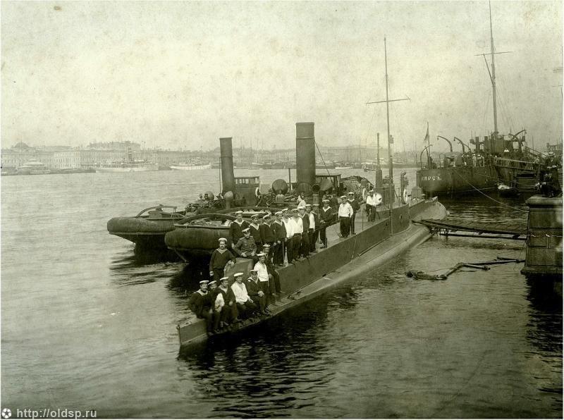 Подводная лодка «Дракон» у Нового Адмиралтейства - Фотографии старого Петербурга