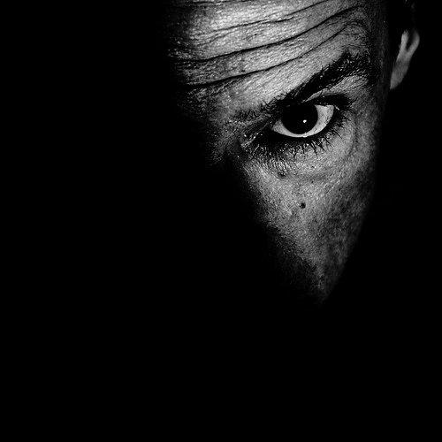 Тёмный портрет