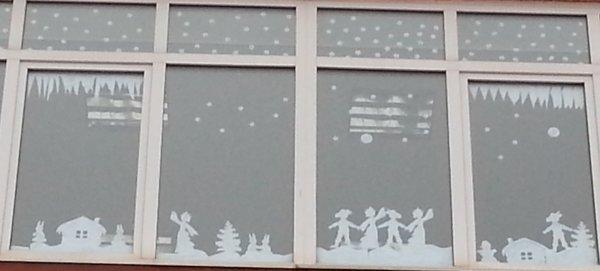 Украшаем окна в школе