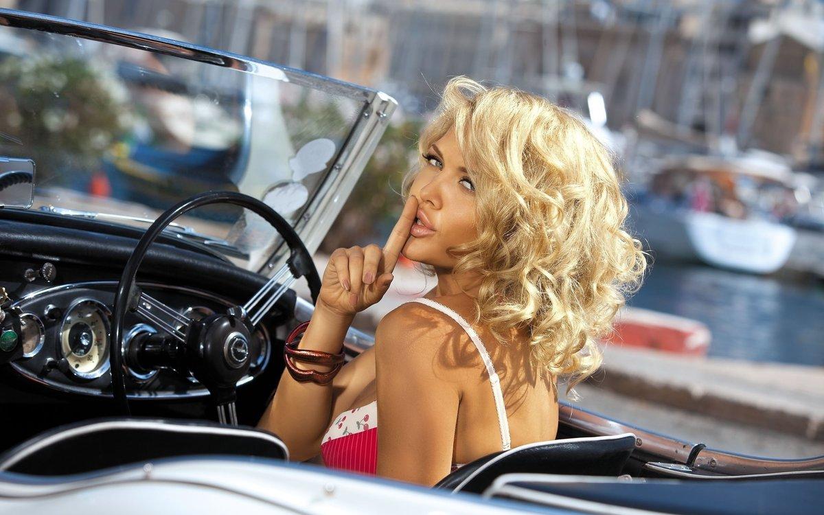 glamurnaya-blondinka-posle-avarii-foto