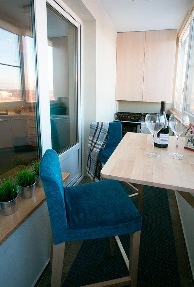 Практичное использование пространства балкона - фото примеро.