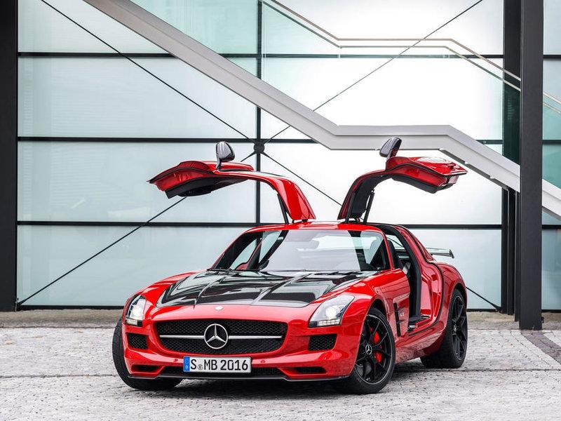 Машина от Mercedes-Benz словно взмахивает крыльями