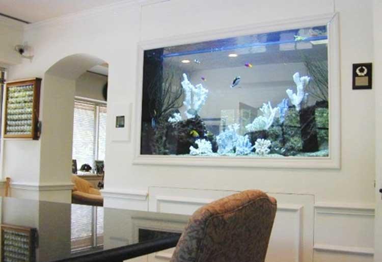 Аквариум в интерьере квартиры, гостиной, фото