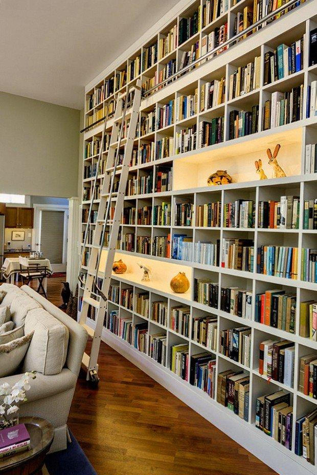 Книжный шкаф большой.