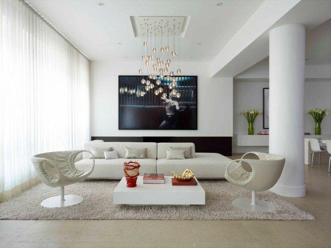 Для гостиной комнаты подбор люстры требует особого внимания
