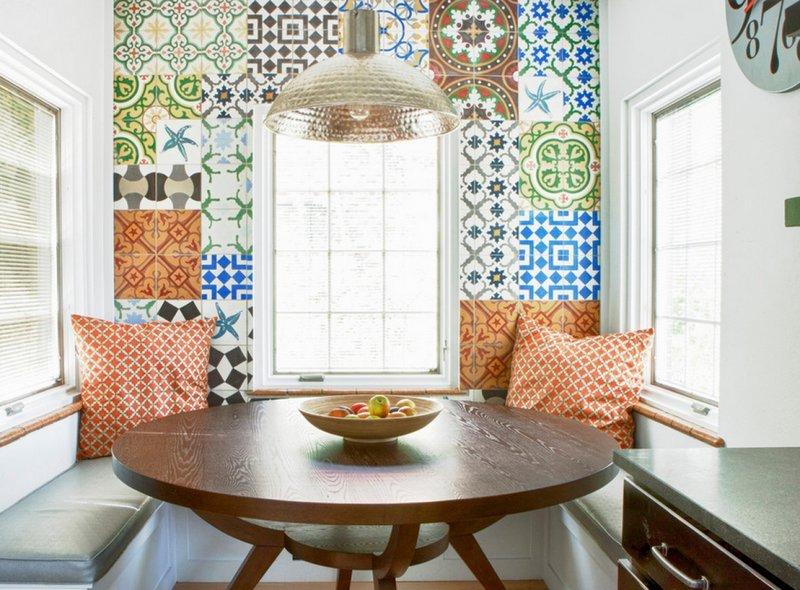 Оформление стены керамической плиткой в стиле пэчворк
