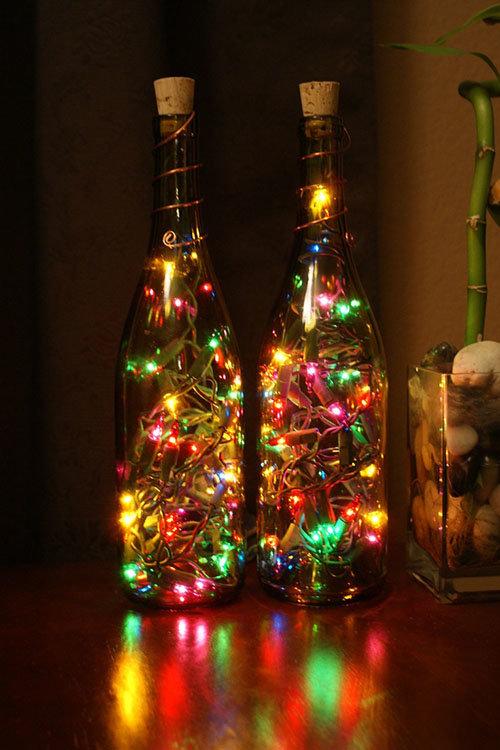 Светильник-из-бутылки-и-елочной-гирлянды