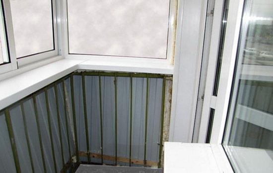 Балкон в хрущевке, который долго не поддерживался ремонтом, .