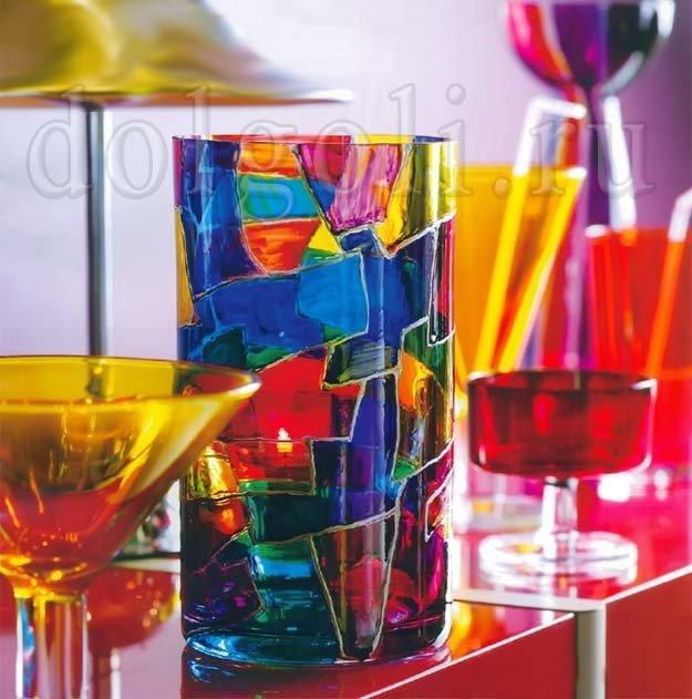 Мы делаем роспись вазы из прозрачного стекла витражным узором. Таким же образом можно выполнить декор другой стеклянной посуды - стаканов, вазочек для фруктов.