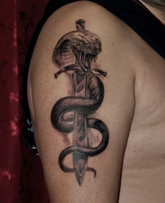 тату змея на руке фото