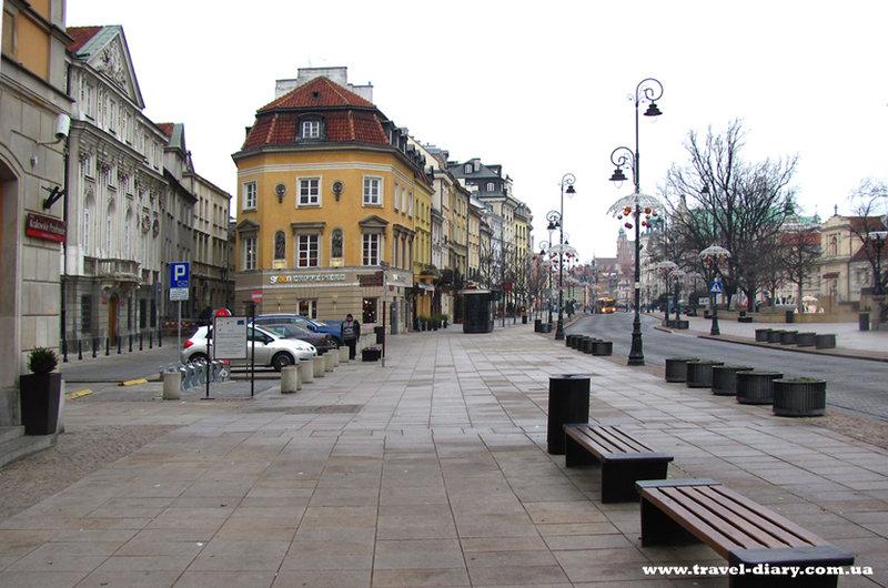 По Краковскому предместью с недавнего времени ездят только автобусы и такси, что очень упрощает прогулку.