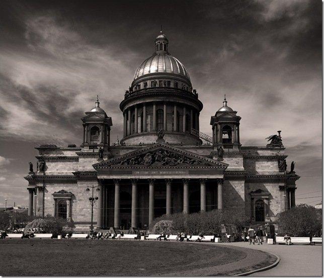 Исаакиевский собор — выдающийся образец позднего классицизма,