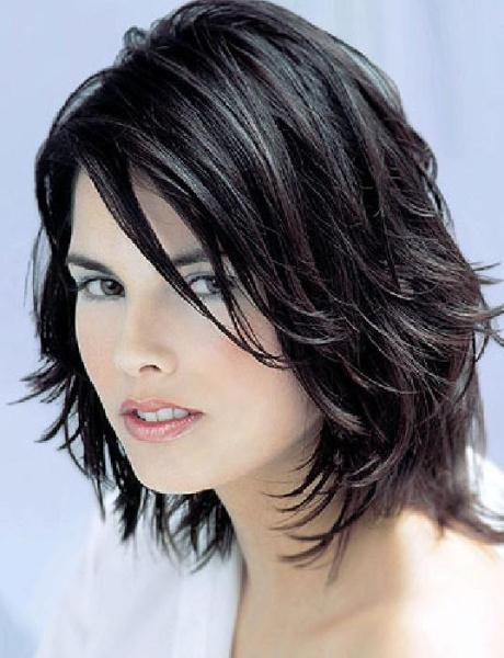 короткая женская стрижка черные волосы