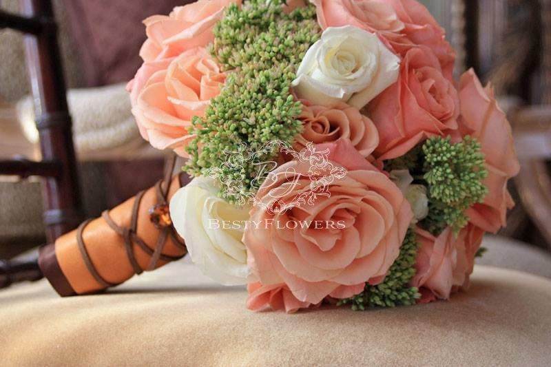Коралловый букет на свадьбу служба доставки цветов владикавказ