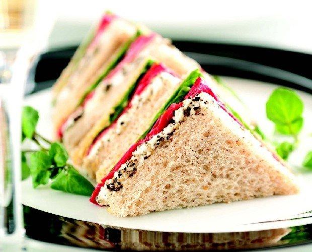 Бутерброд с ветчиной и редисом