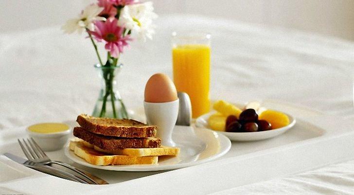 Что лучше всего съесть на завтрак: чем питаться утром