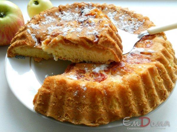 Фото рецепта Шарлотка с яблоками