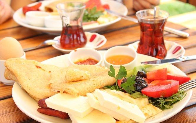 Йогурт и лосось. Диетолог назвал лучшие и худшие продукты для завтрака | Новое Время