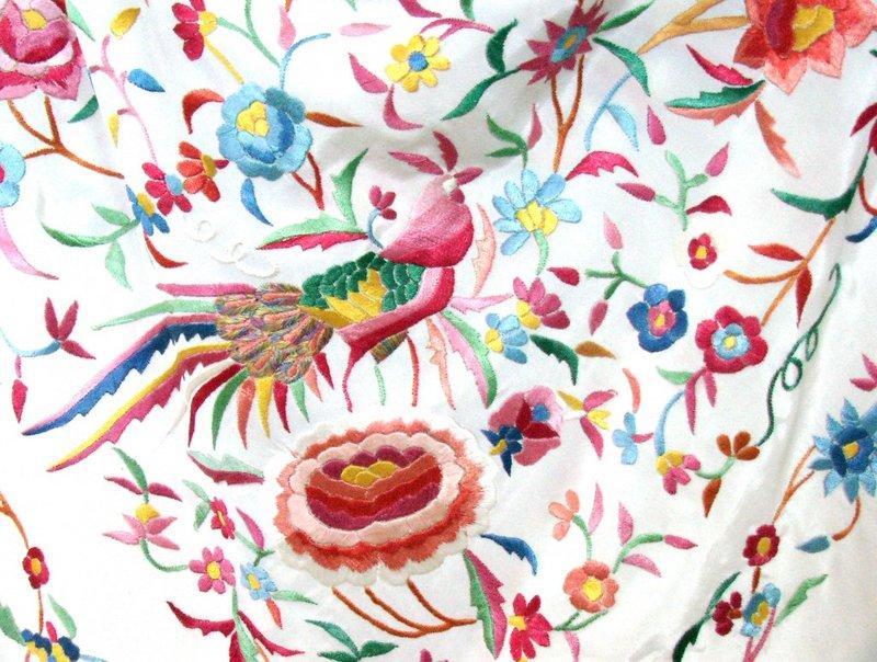 Испанская шелковая шаль Манила с бахромой – двухсторонняя вышивка гладью. испанская шелковая шаль мантон де манила 120 см 50 см бахрома 3 – Инвестиции в Антиквариат и коллекционирование.