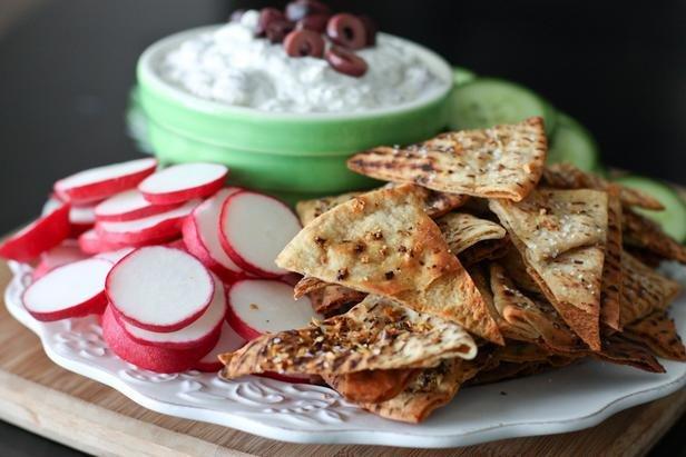 Лепешки с погружным соусом из сыра фета