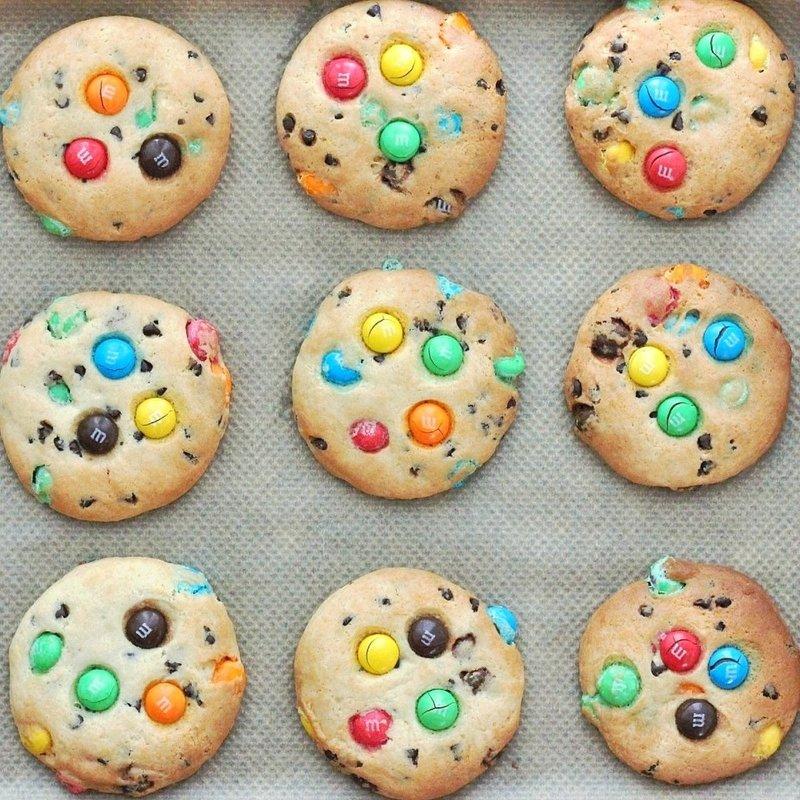 Печенье с M&M's и шоколадной крошкой