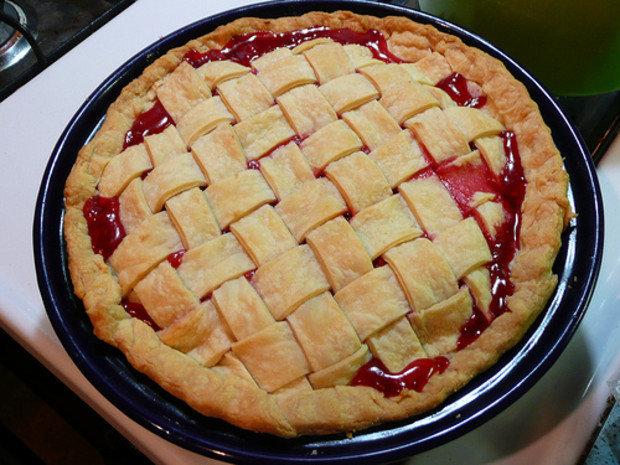 Пирог с малиной, из слоеного теста, рецепт приготовления