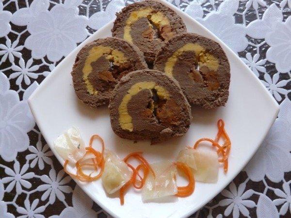 Рулет из печени с грибами и яйцами
