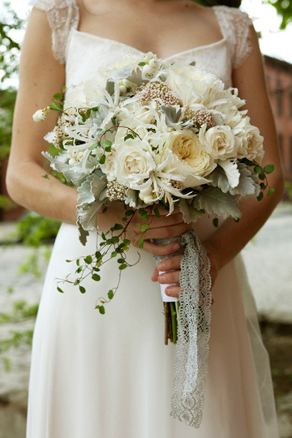 Свадебный букет к платью в стиле ампир, красивый букет