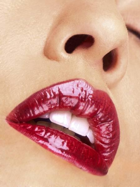 Яркие губы