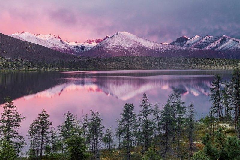 Озеро Сыгарымни в Якутии, хребет Черского