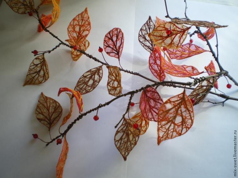 Эти листья я использовала в общей композиции с чемоданом  к конкурсу. Но их также можно поместить в вазу и они будут служить декором интерьера