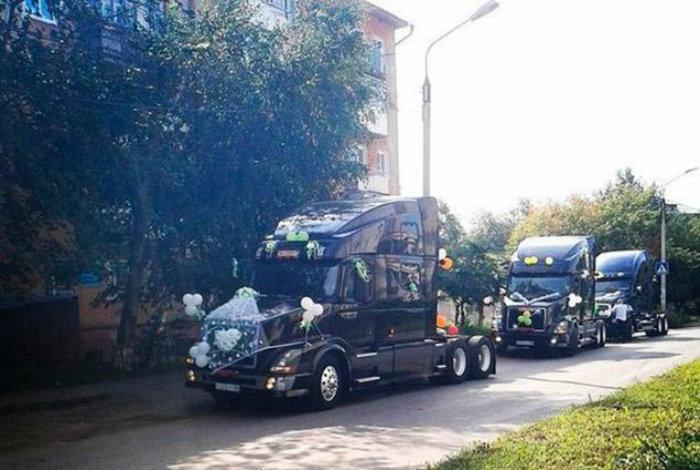 Свадьба на грузовиках